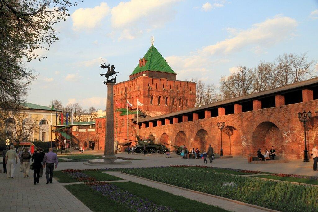 Внутри Нижегородского кремля