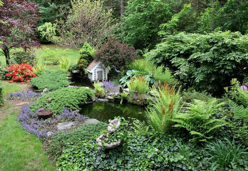 В саду у Мерелин.