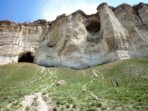 Пещеры в Белой скале