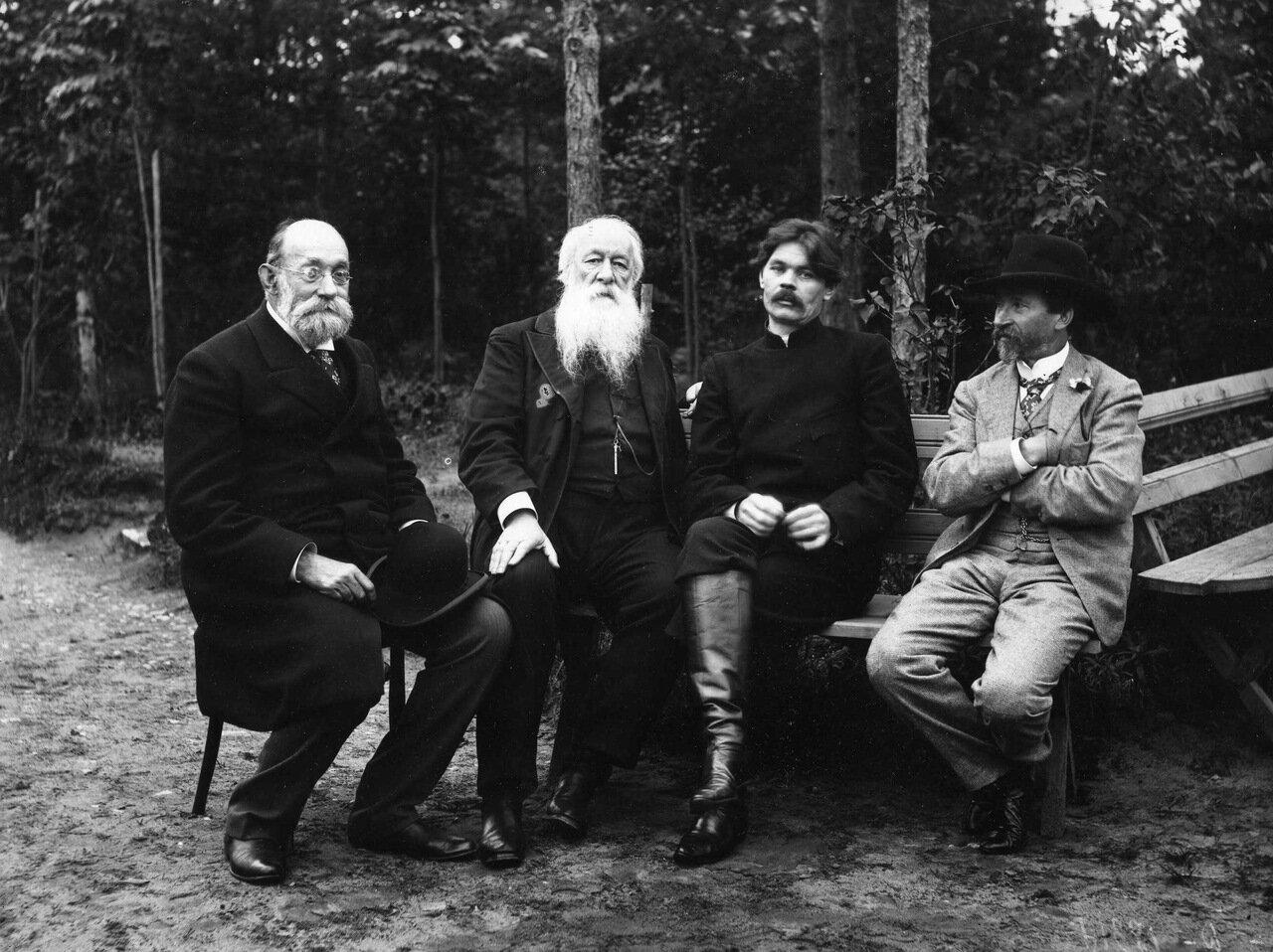 Пирогов, Стасов, Горький и Репин. 1905 г. Куоккала.