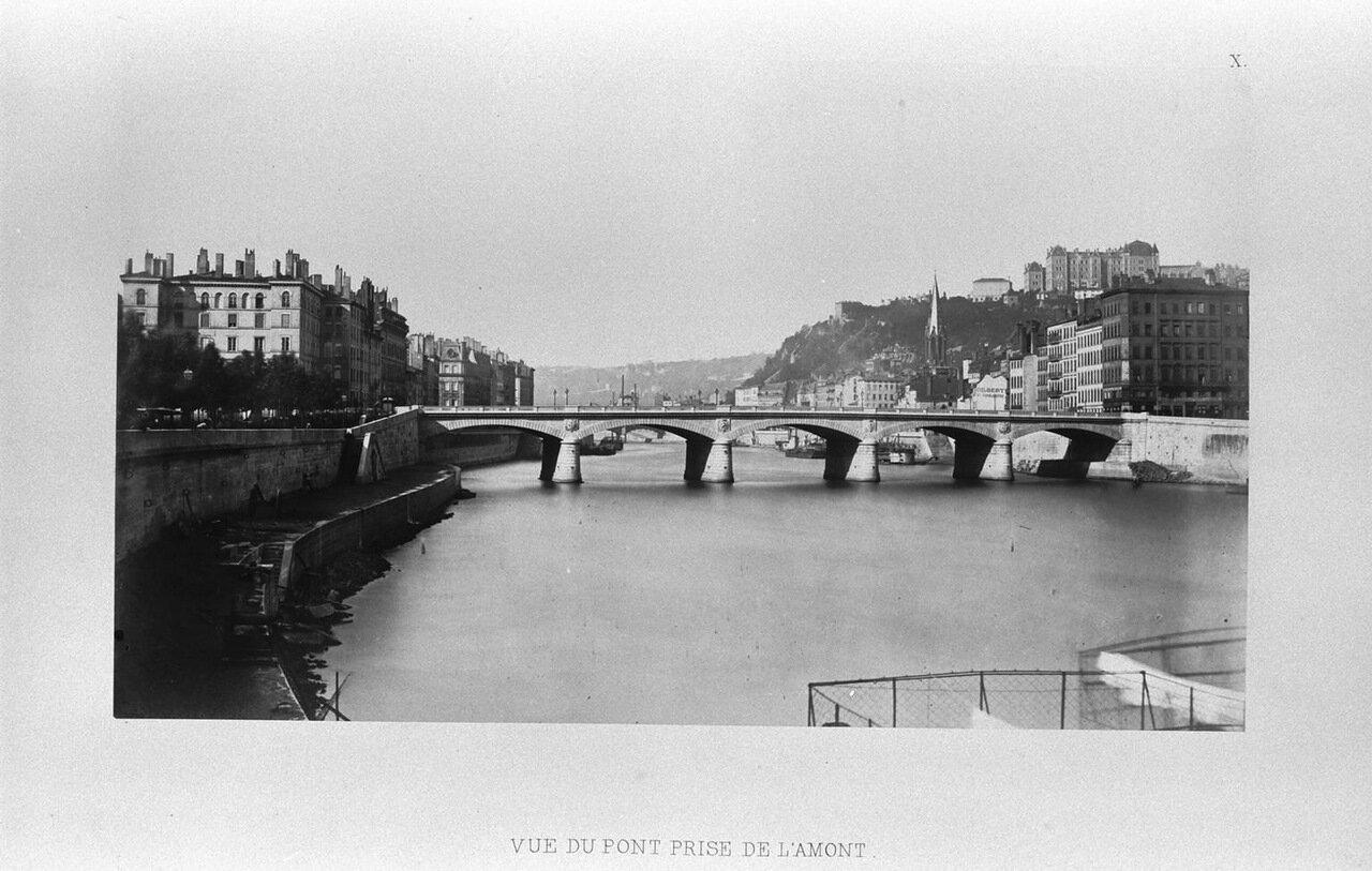 Вид на мост вверх по течению