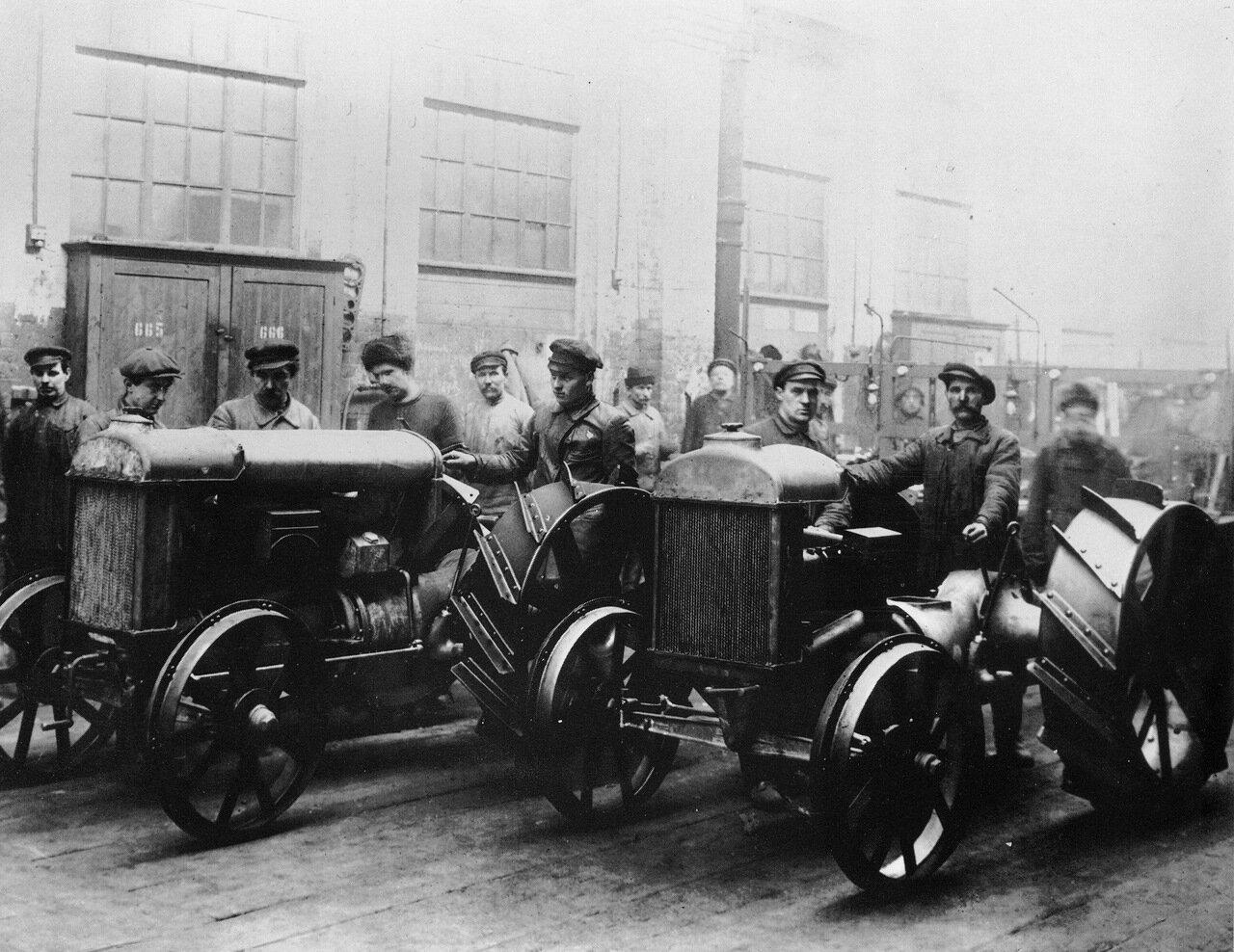 Первые тракторы завода Красный путиловец. 1925 год.
