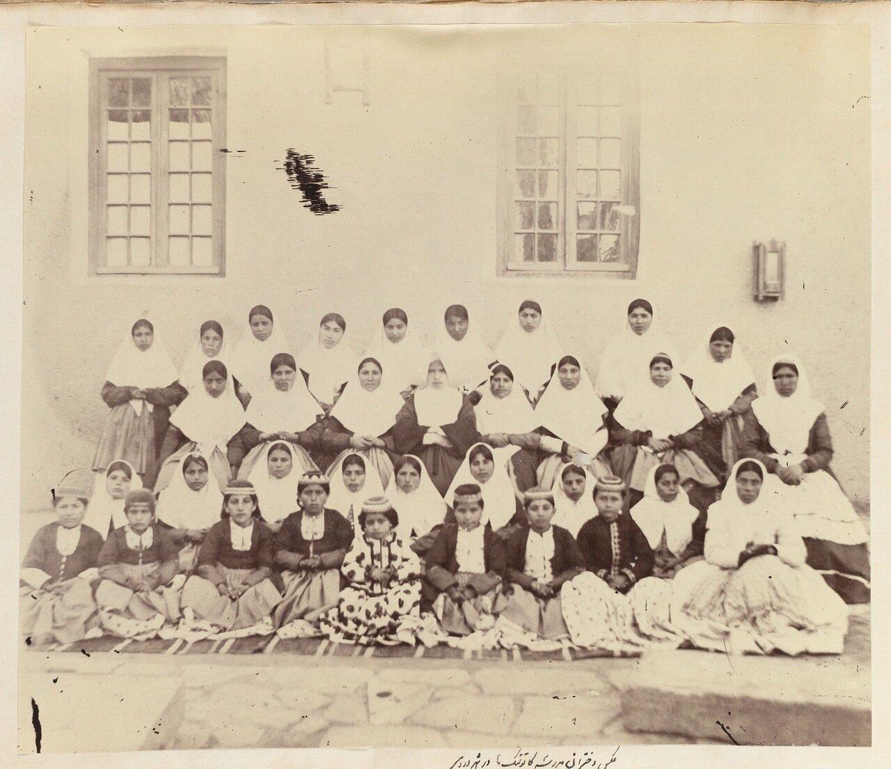Студенты из католической школы в Урмие