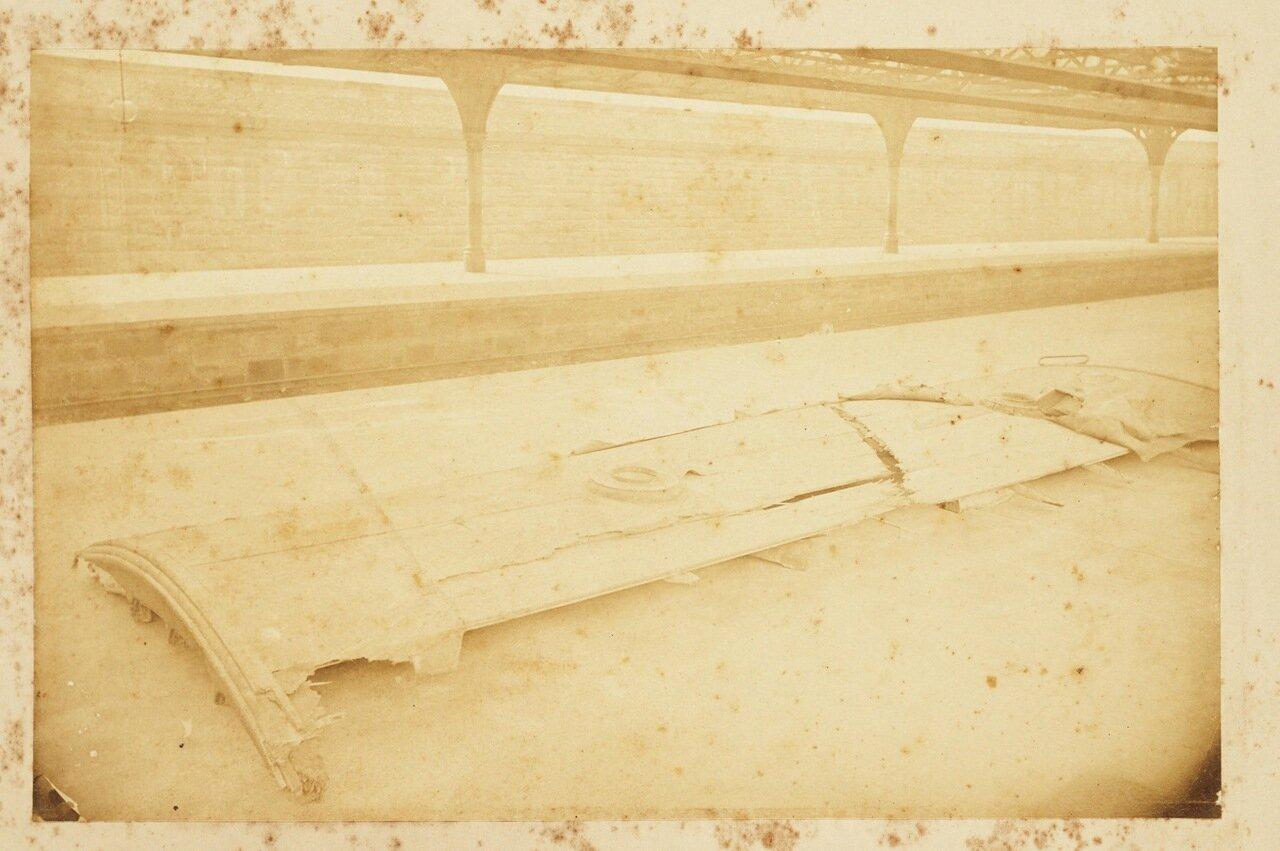 Фотографии некоторых уцелевших деревянных обломков моста