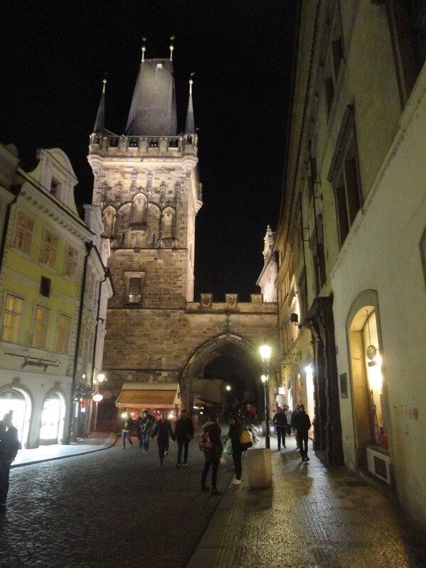 Прага ночью, с воды и под землей