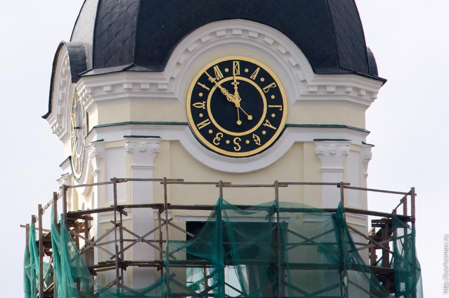 крупный план новых городских часов