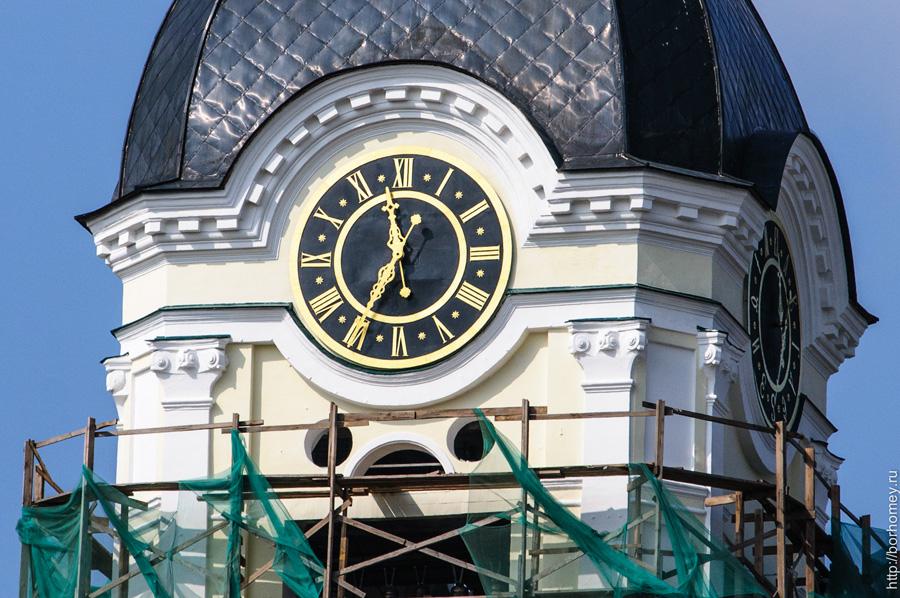 новые часы на колокольне крупный план