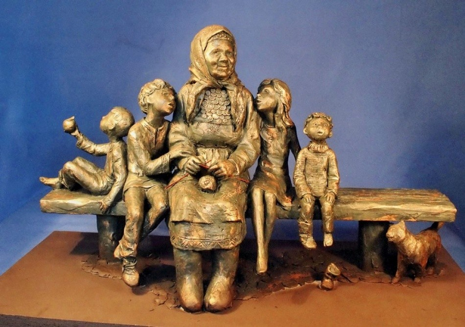 12. «Памятник бабушке». Ижевск, Россия