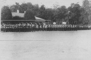 1-ая рота полка проходит церемониальным маршем во время парада полка.