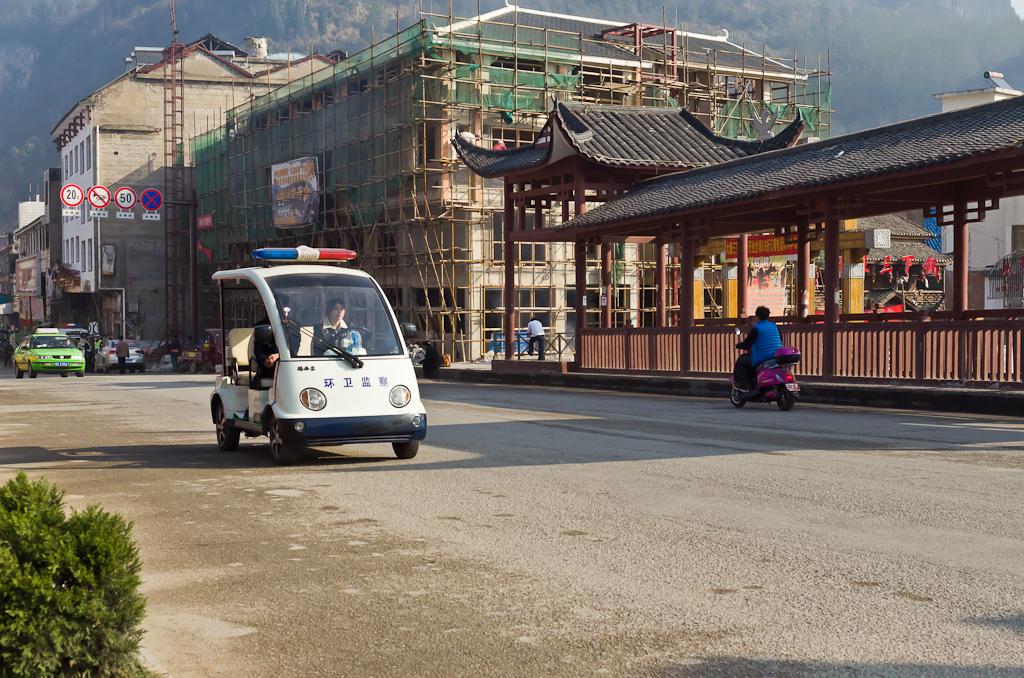 Фото 6. Чтобы добраться в Чжанцзяцзе, нужно приехать в деревню Улинъюань. Пепелацы для полицейских. Отзывы туристов о самостоятельных поездках в Китай.