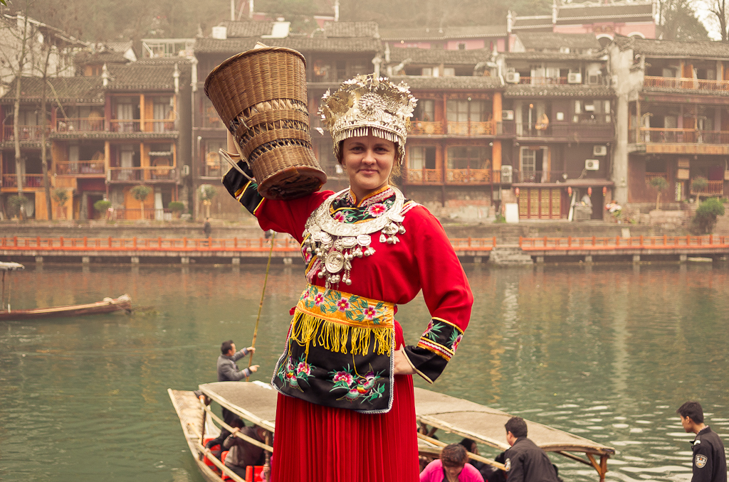 17. Катя, не сильно-то отличается от местных девушек... Фотосессия в Фенхуане. Отзывы туристов о поездке в Китай самостоятельно.