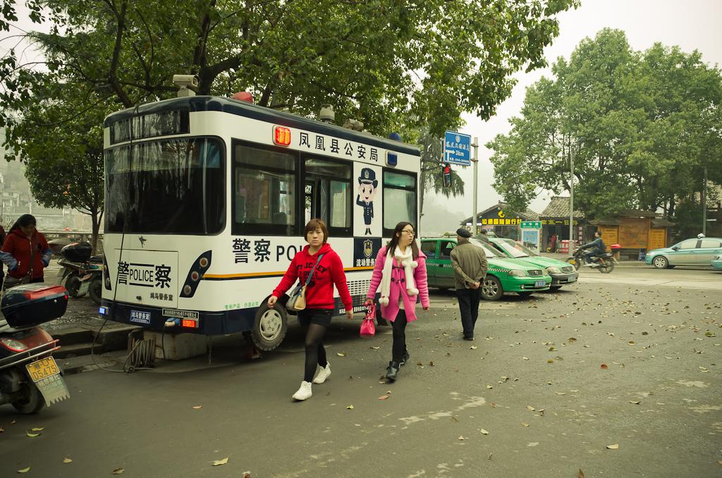 17. О, смотрите-ка - лаоваи! Так на нас реагировали туристы в Фэнхуане во время поездки в Китай.