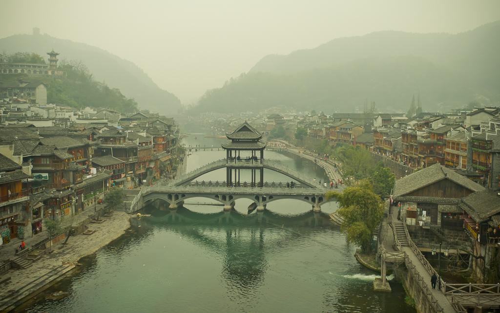 18. Что-то хочется снова попасть в Fenghuang Ancient City - город по имени Феникс. Что посмотреть во время поездки в Китай?