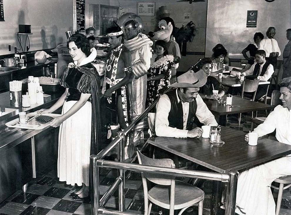 Кафетерий работников Диснейленда, 1961 год.