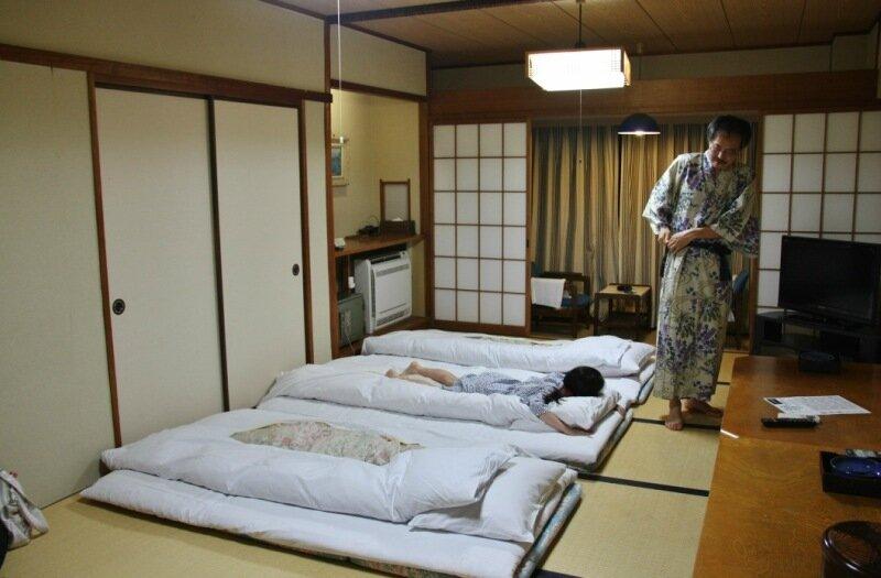 как спят японцы фото есть