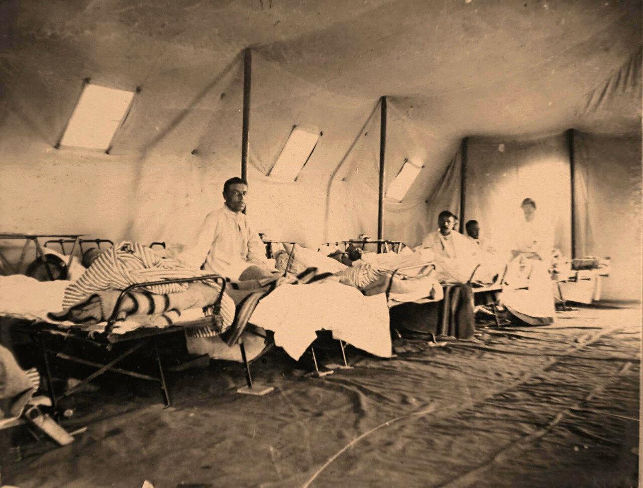 22. Раненые нижние чины в палатке хирургического отделения полевого лазарета