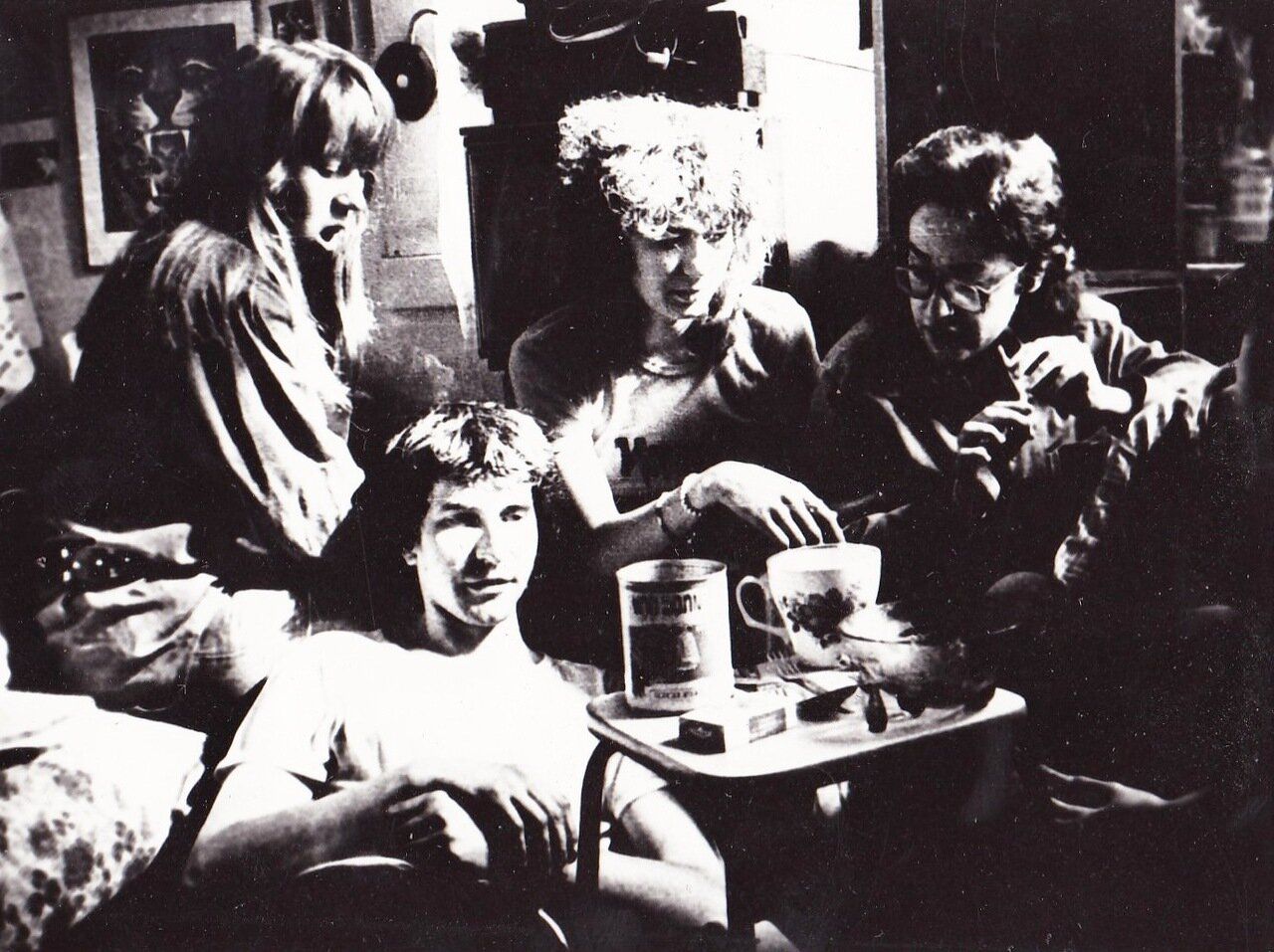 1989. март. Тяжелое утро после концерта. Перекур и на Байкал
