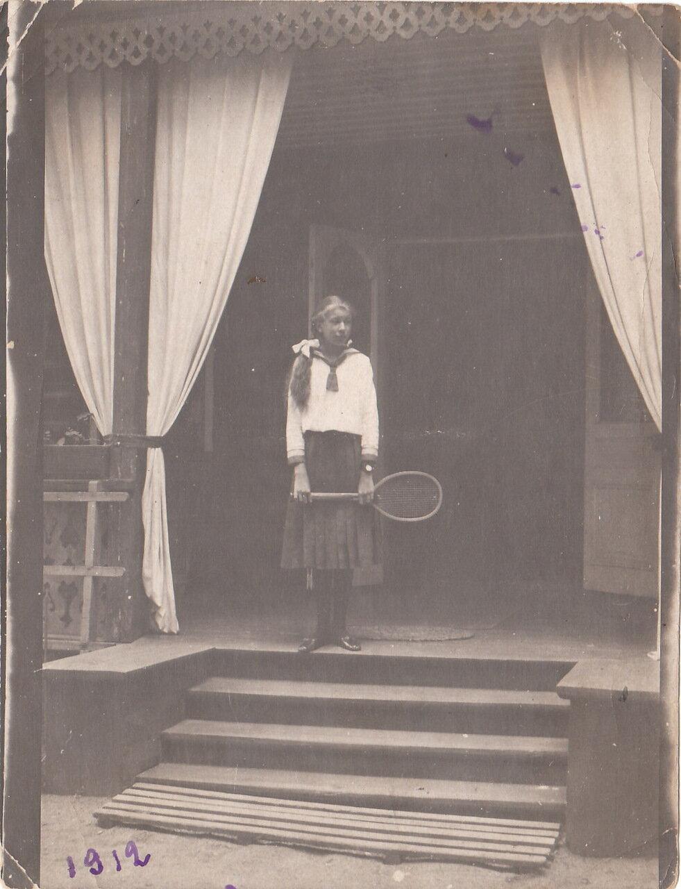 1912. Эльвира Швихтенберг на даче в Лахте.