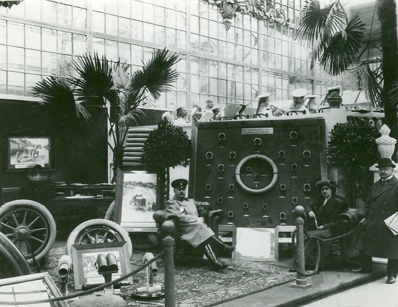 35. Экспонаты французской фирмы Пежо (модель 1913 года Континенталь - пневматик)