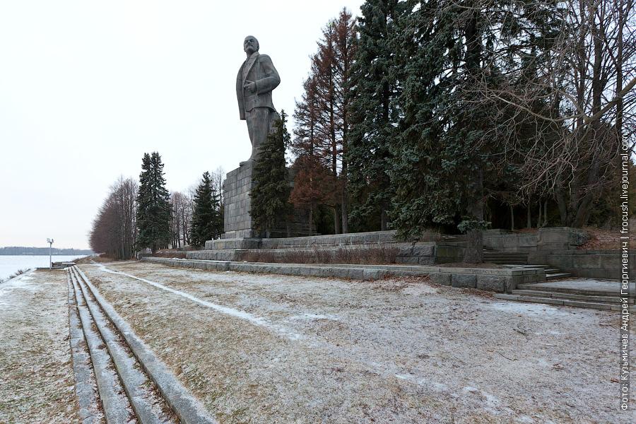зимнее фото 25-метрового Ленина в Дубне