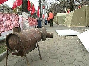 """Протестующие из """"Городка победы"""" сменили палатки на зимние"""