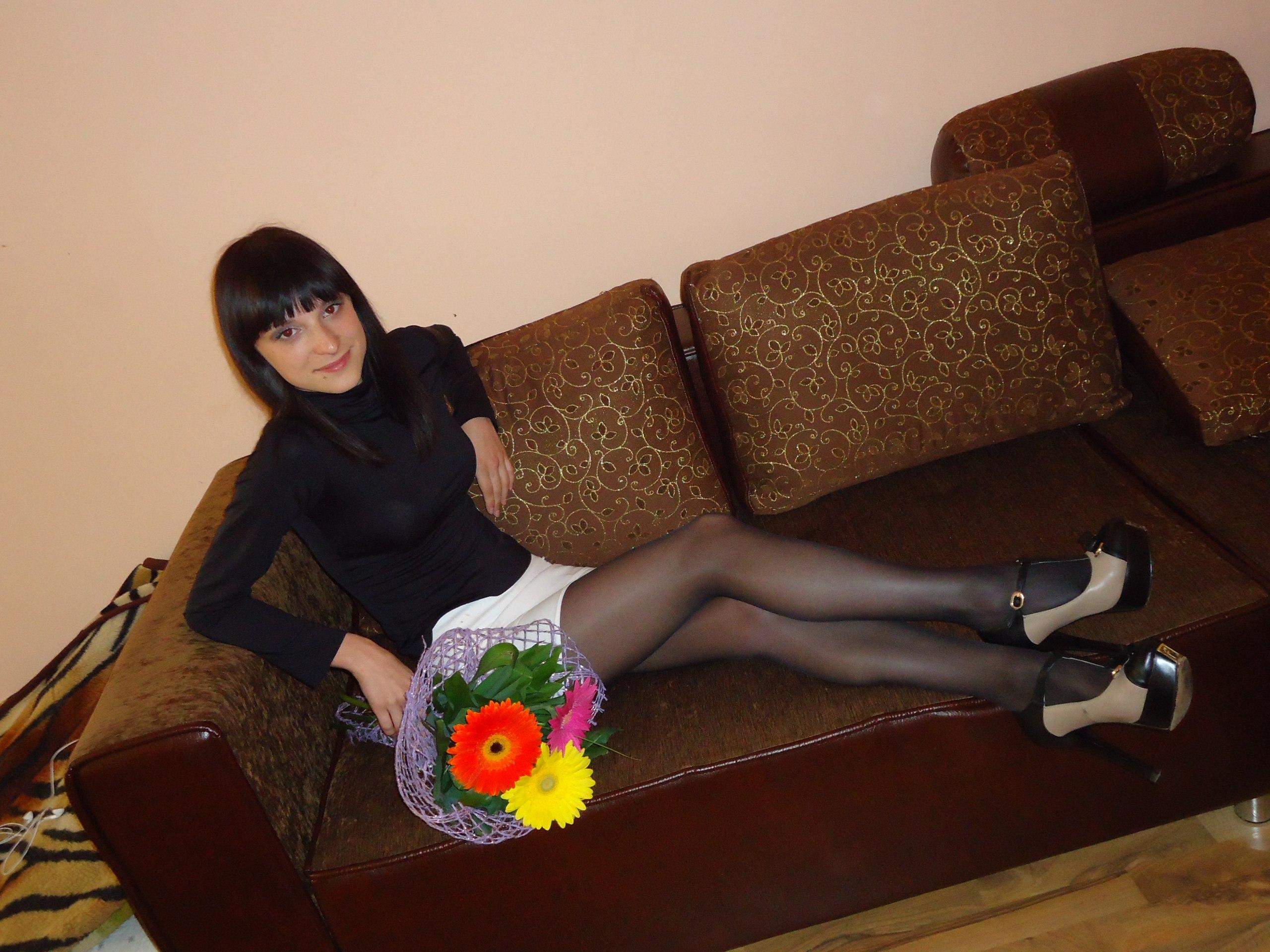Фото девушек в черных колготках и мини юбках 13 фотография