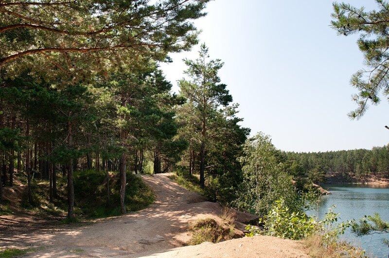 Вдоль карьера проходит экологическая тропа (09.07.2013)