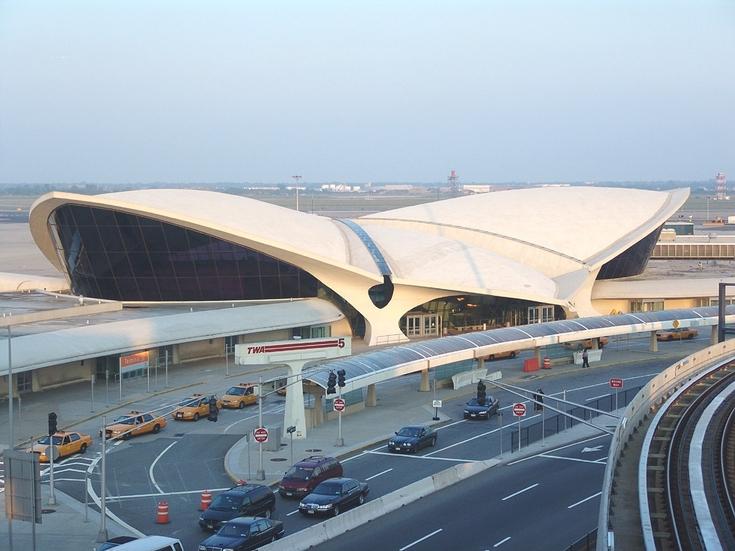 Неменее 10 человек пропустили ваэропорту Нью-Йорка без досмотра