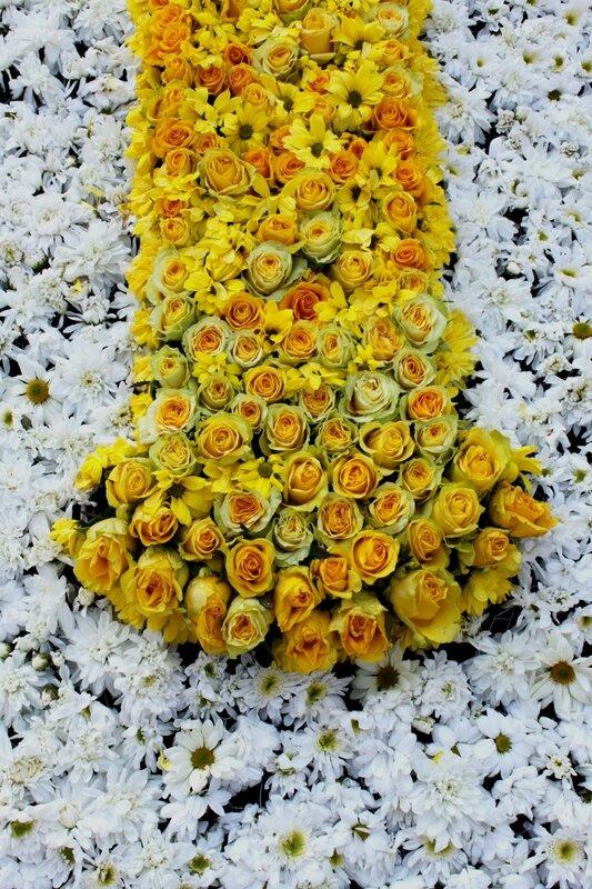 Фрагмент креста из цветов
