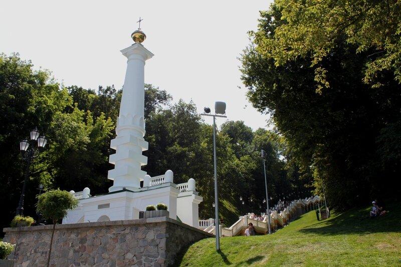 Нижний памятник Владимиру Крестителю после реконструкции
