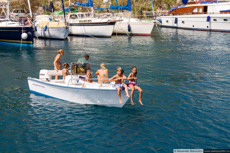 Лодка с детьми