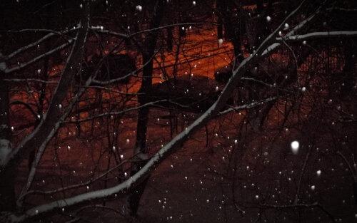 Падает снег над городом