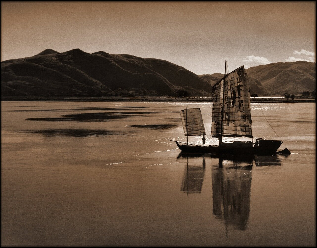 1946. Лодка на реке. Провинции Цзянсу или Сычуань.