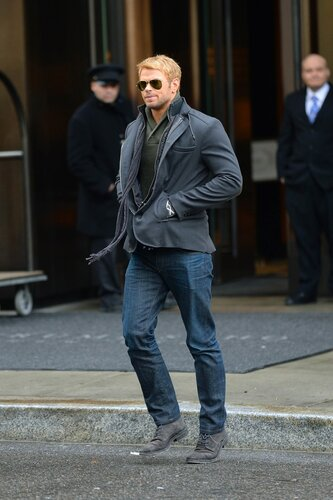 MANHATTAN, NY - JANUARY 06, 2014: Kellan Lutz seen out in Soho. Kellan greets a surprised fan on JANUARY 06, 2014 in New York (Photo By Josiah KamauBuzzFoto.com)  Buzz Foto LLC  httpwww.buzzfoto.com  .  .  .  . Local Caption *** Kellan Lutz