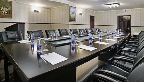 Правильная мебель для конференц-залов и переговорных