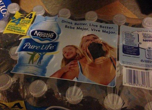 Вытянул бутылку с упаковки.