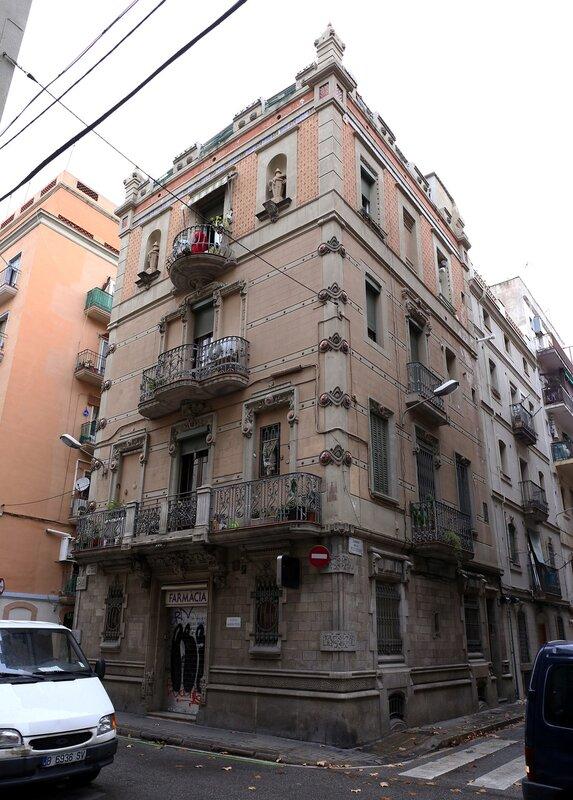 Барселона. Квартал Барселонета. Жилой дом в стиле эклектики
