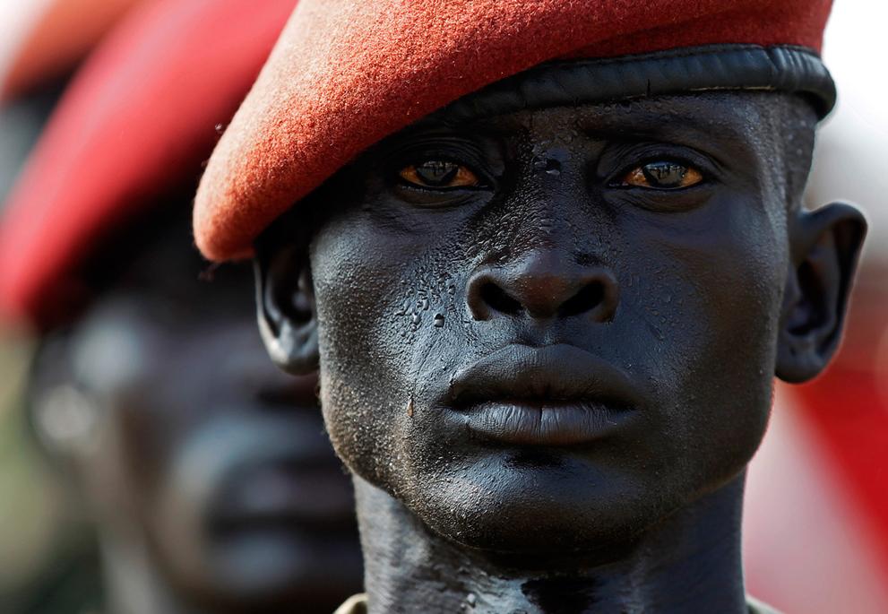 1. Солдат Народной армии освобождения Судана в ряду на репетиции церемонии Дня независимости в Джубе
