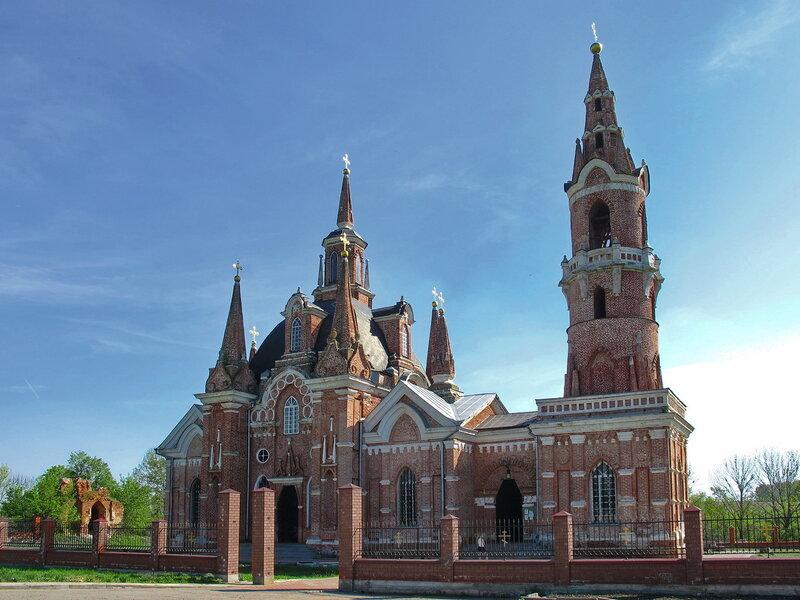 Церковь в псевдоготическом стиле. с.Вешаловка, 30 км от г.Липецка.