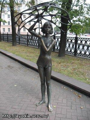Памятник девочке с зонтиком (Минск)