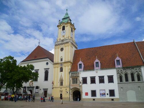 Братислава, Словакия - городская ратуша (Bratislava, Slovakia - City Hall)