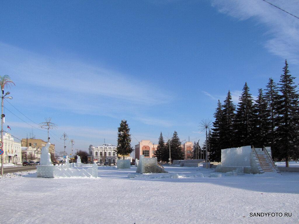 Разрушения в ледяном городке Троицка