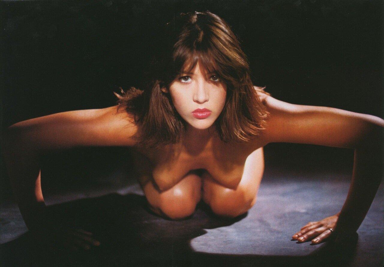 Видео эротика с софи марсо обвисшая грудь анал
