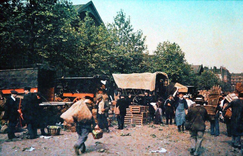 1913. Торговая площадка вблизи центрального рынка
