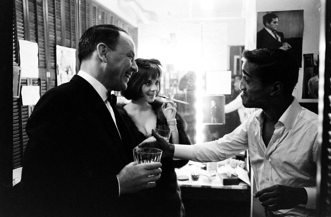 1965. Фрэнк Синатра с Натали Вуд и Сэмми Дэвисом младшим на Бродвее