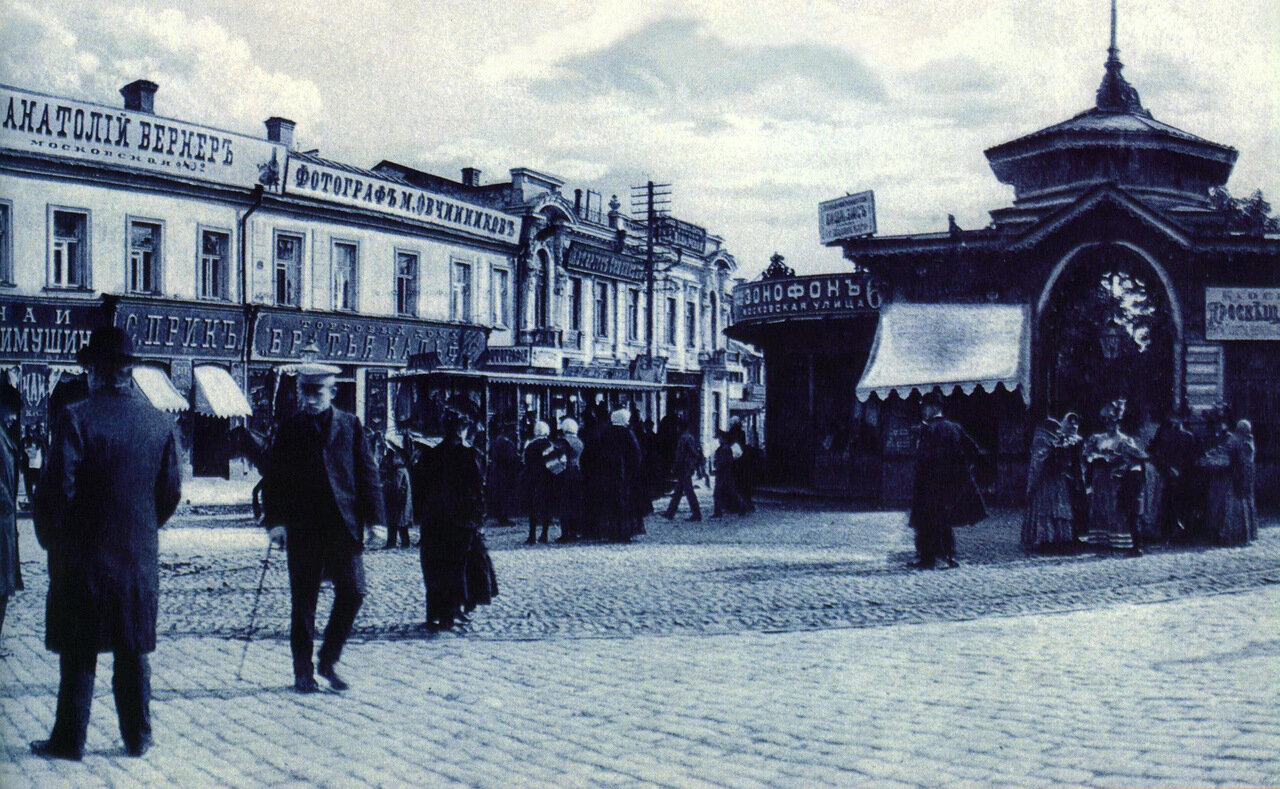 Панорама восточной части Николаевской площади