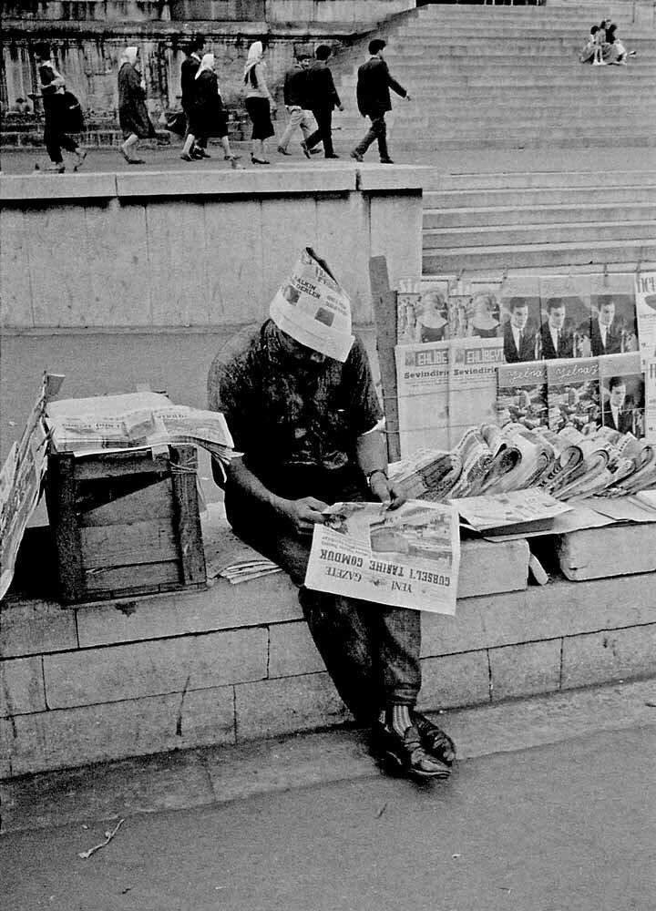 Турция, Стамбул, разносчик газет