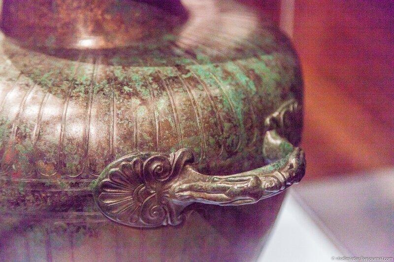 Декор бронзовой гидрии