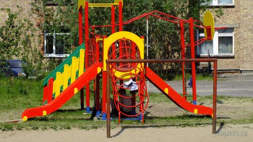 Фото города Инта №4798  Новая детская площадка, установленная в этом году на территории Куратова 66 24.06.2013_12:24