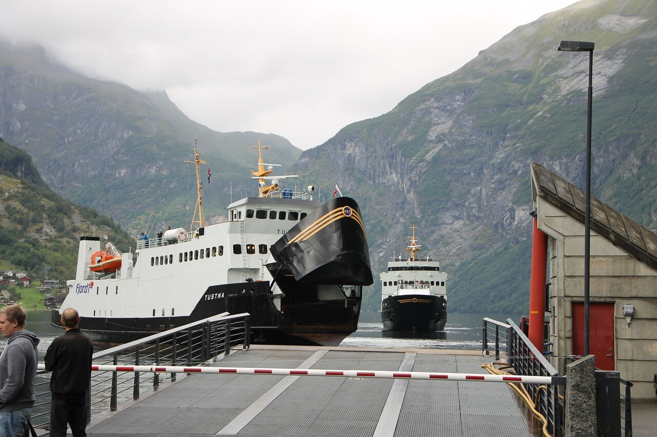 MF Tustna and MF Bolsøy in Geiranger